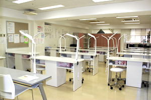 ネイル実習室1
